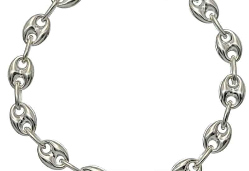 Pulsera de plata compuesta por eslabones de calabrote de 10×7 mm.