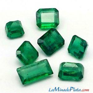 Esmeraldas talladas en formas cuadradas y rectangulares