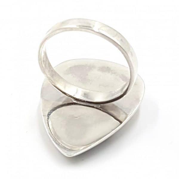 Anillo de ópalo dendrítico en plata, forma de gota