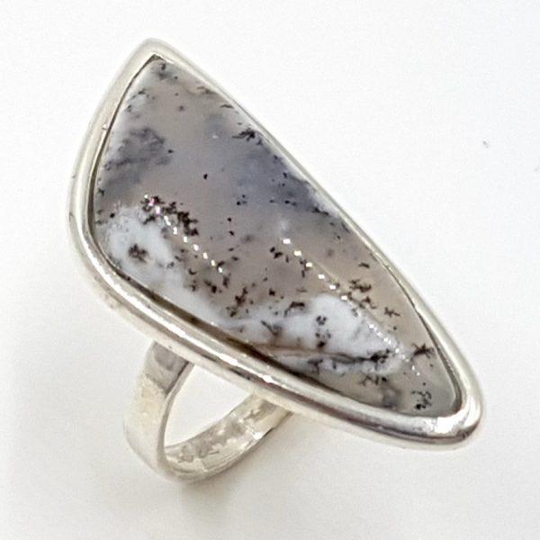 Anillo de ópalo dendrítico en plata