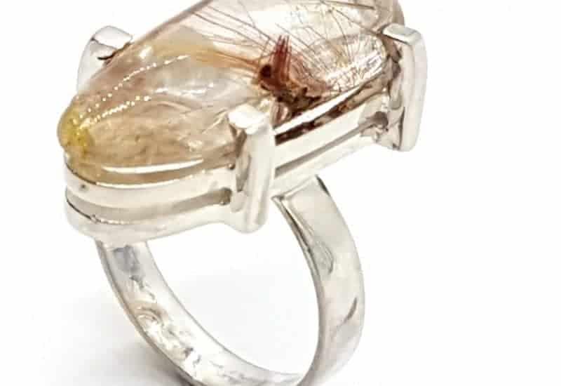 Anillo de Cuarzo Rutilado fabricado en plata – Gota