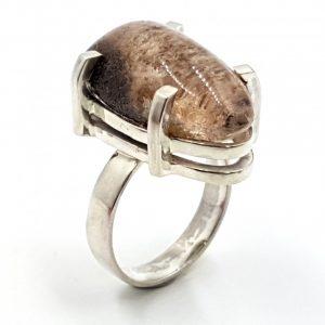 Anillo de cuarzo lodolita en plata, forma de gota
