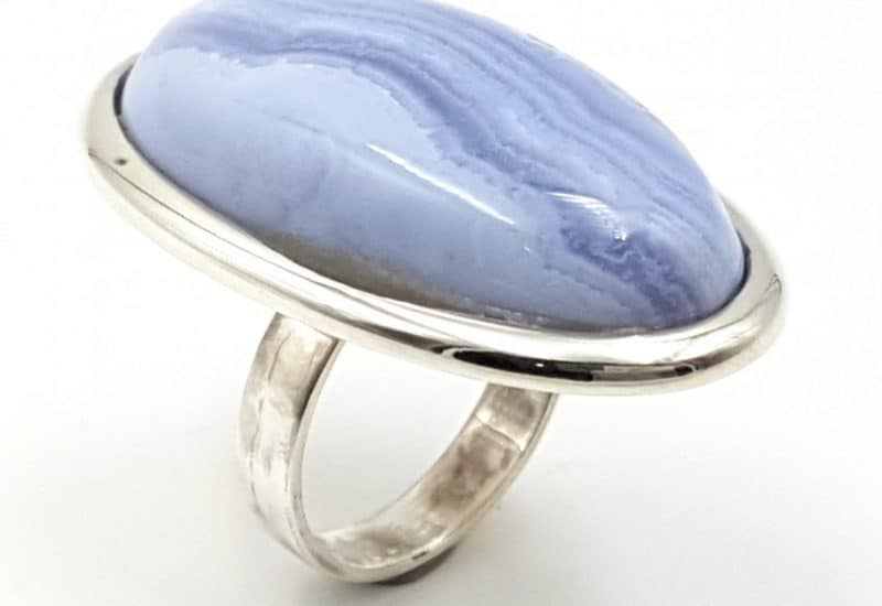 Anillo de Calcedonia Azul fabricado en plata de ley – forma oval