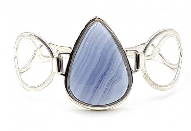 Pulsera de Calcedonia Azul fabricada en plata de ley – gota