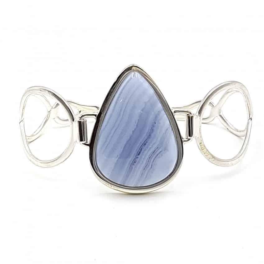 Pulsera con calcedonia azul en plata, forma de gota
