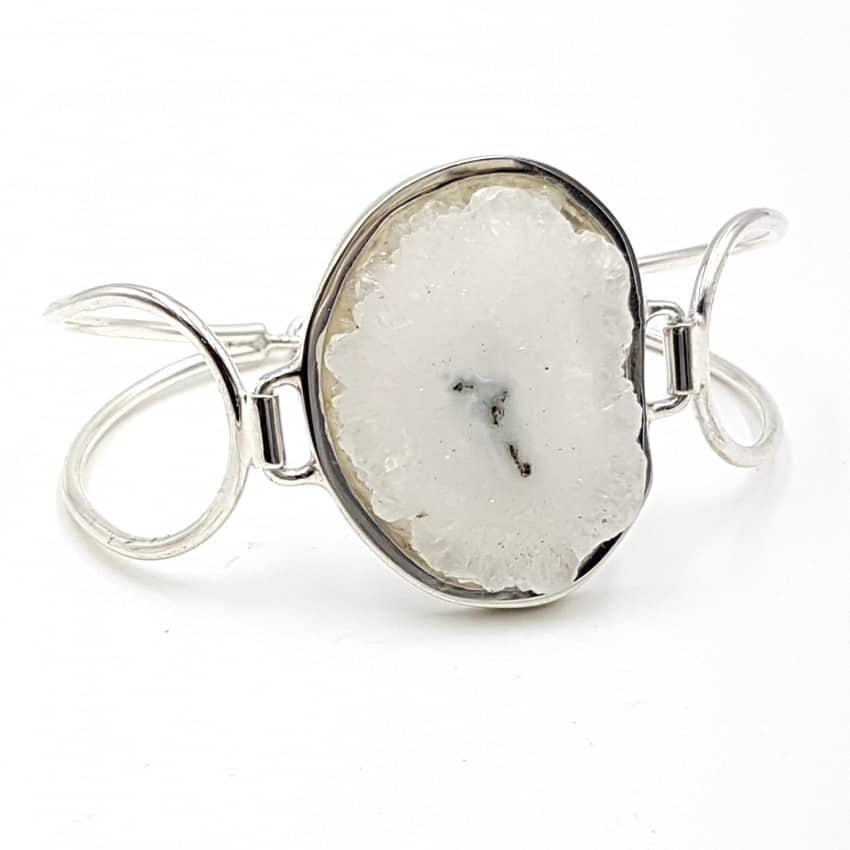 Pulsera flor de cuarzo en plata, forma irregular