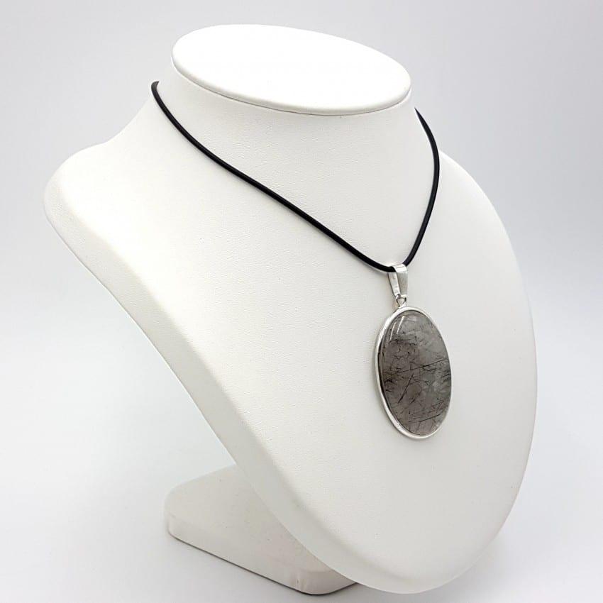 Colgante de cuarzo turmalinado en plata, forma oval