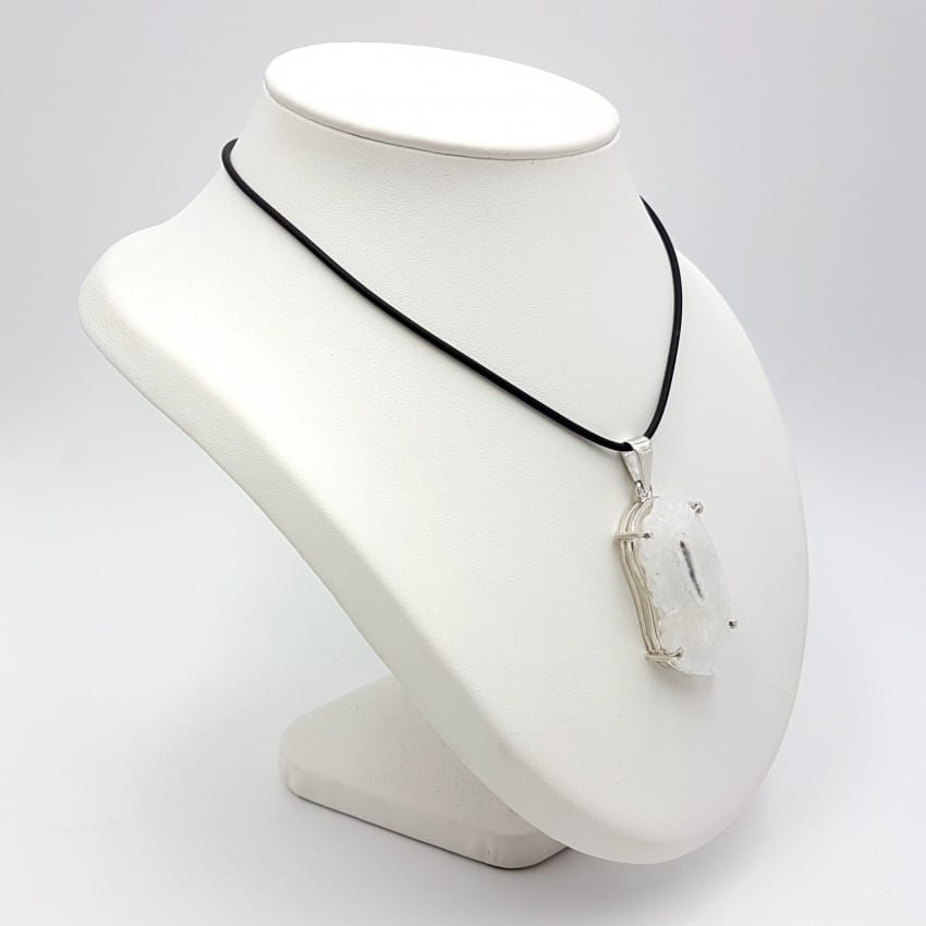 Colgante de flor de cuarzo irregular en plata
