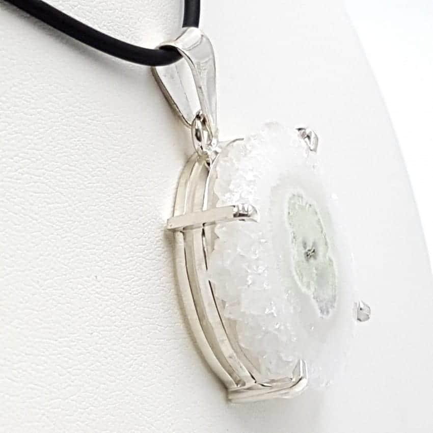 Colgante de plata y flor de cuarzo forma irregular