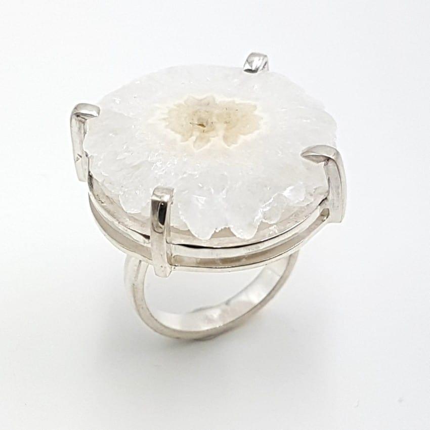 Anillo flor de cuarzo irregular en plata