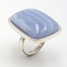 Anillo calcedonia azul en plata, cabujón rectangular
