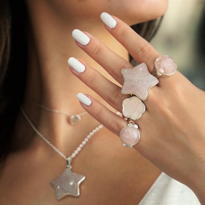 Anillos de cuarzo rosa, piedra del amor