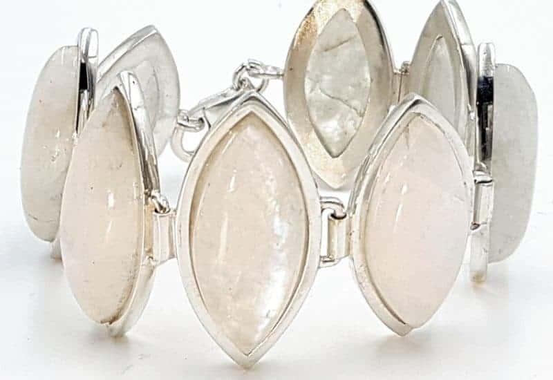 Pulsera con Piedra Luna fabricada en plata de ley