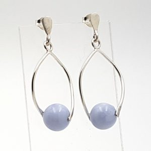 Pendientes de Calcedonia Azul fabricados en plata de ley - bola