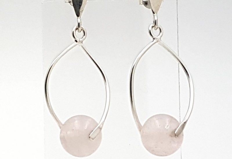 Pendientes con bola de Cuarzo Rosa fabricados en plata de ley