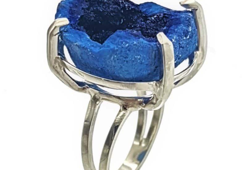 Anillo espectacular geoda de azurita cristalizada talla 18