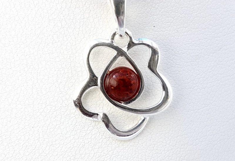 Colgante flor fabricado en plata con Ámbar