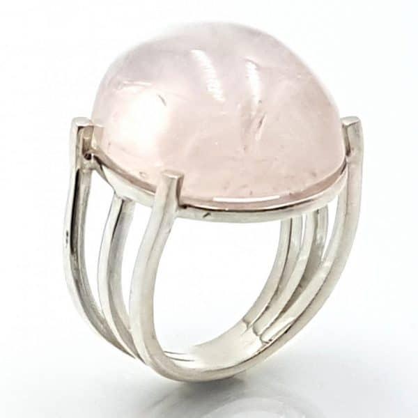 Anillo con cuarzo rosa en plata