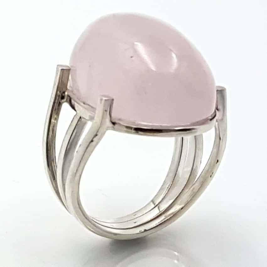 Anillo de cuarzo rosa en plata