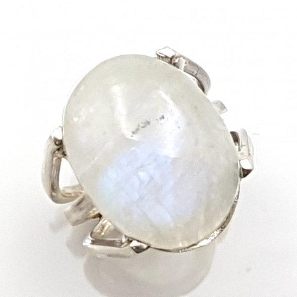 Anillo en plata y piedra luna