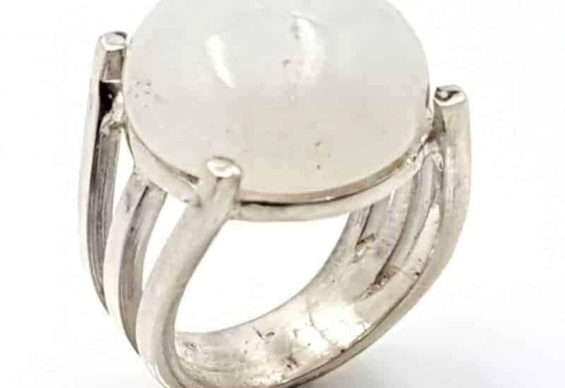 Anillo fabricado en plata con Piedra Luna
