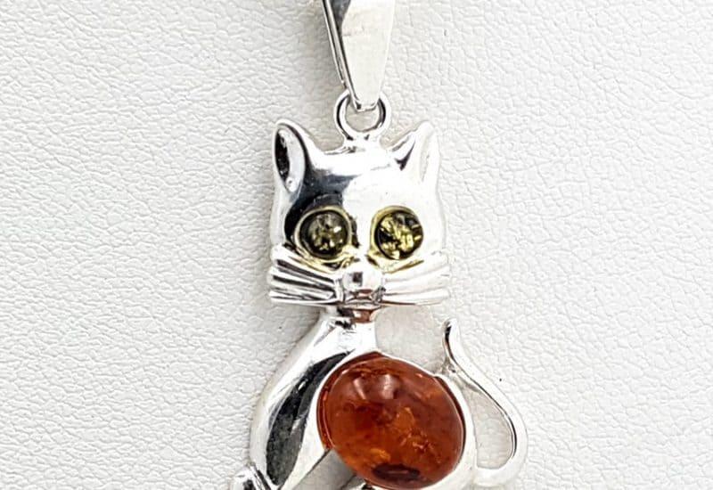 Colgante con forma de gato fabricado en plata con Ámbar