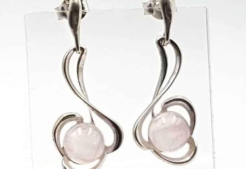 Pendientes fabricado en plata y cuarzo rosa