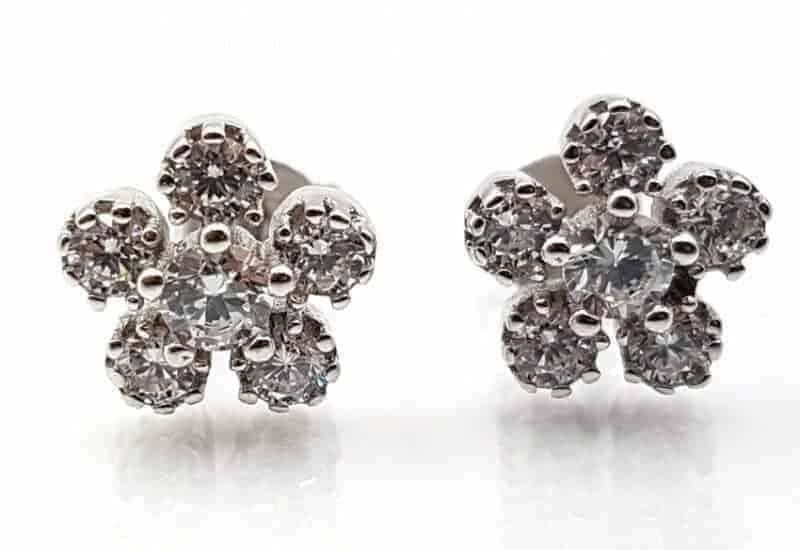 Pendientes con flor y Circonitas fabricados en plata de ley