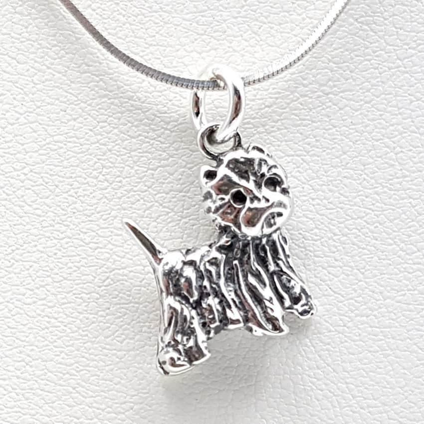Colgante con forma de perro en plata