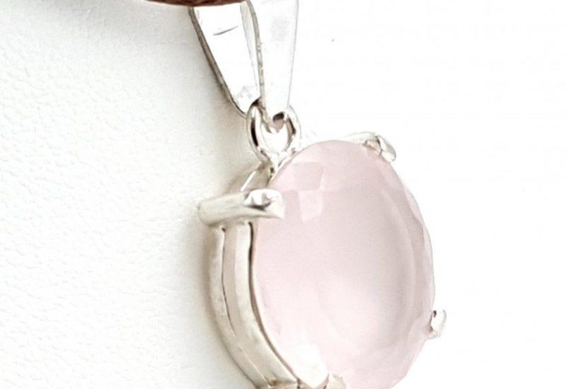 Colgante fabricado en plata y Cuarzo Rosa facetado