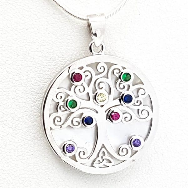 Colgante con nácar en plata, diseño del árbol de la vida