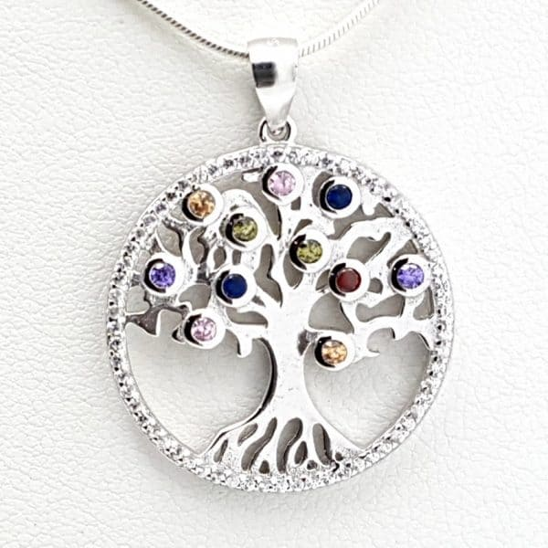 Colgante con circonitas en plata con el árbol de la vida