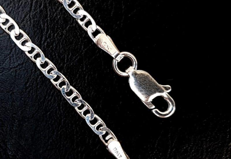 Cadena GUCCI de 40 cm de largo fabricada en plata