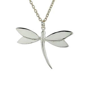 Colgante con forma de libélula fabricado en plata