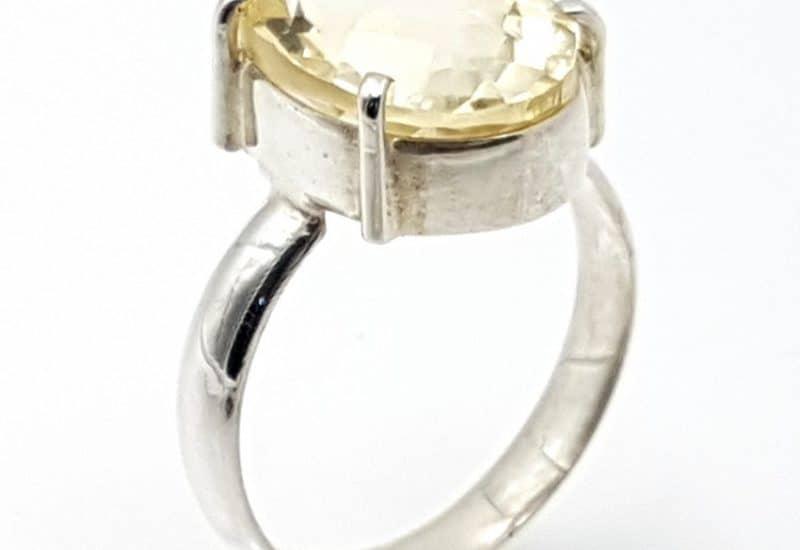 Anillo de Cuarzo Citrino en talla oval fabricado en plata de ley