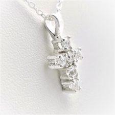 Colgante cruz con circonitas y gargantilla en plata