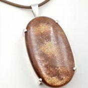 Colgante piedra sol en cabujón oval, en plata