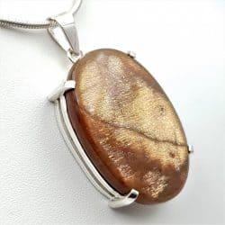 Colgante con piedra sol en plata, cabujón ovalado