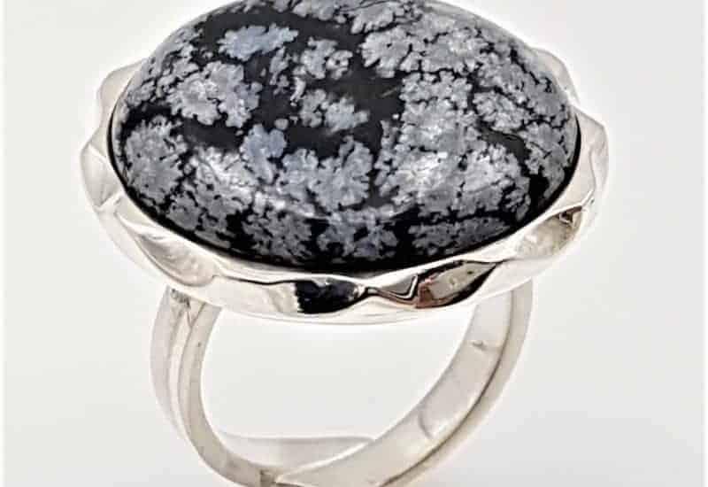 Anillo fabricado en plata de ley y Obsidiana Nevada