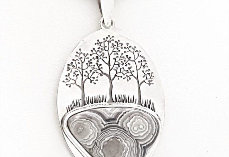 Colgante de Ágata fabricado en plata con diseño del árbol de la vida