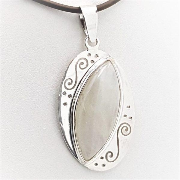 Colgante de piedra luna en plata