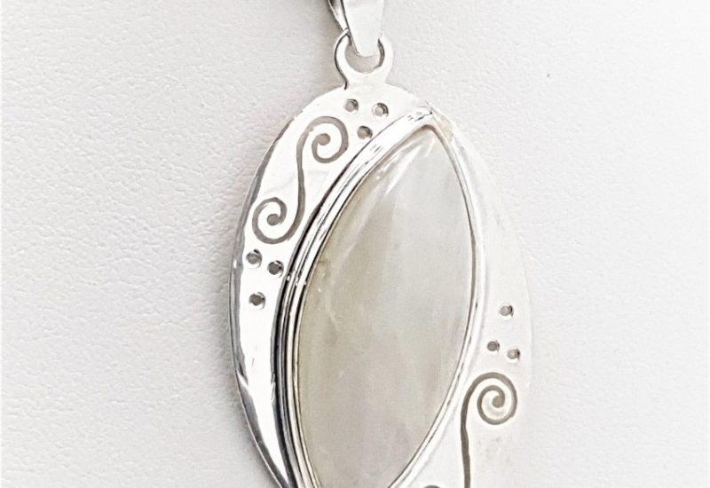 Colgante fabricado en plata y Piedra Luna