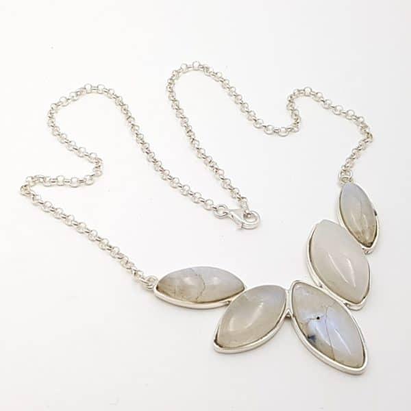 Gargantilla de piedra luna en plata