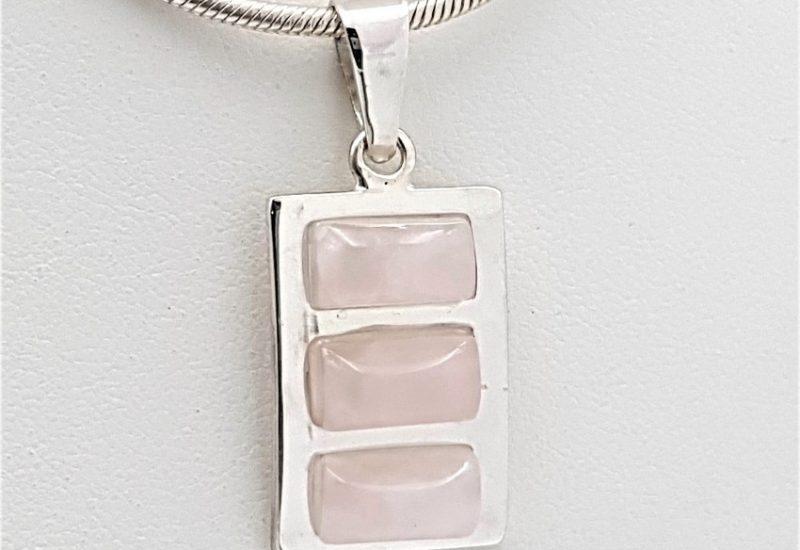 Colgante de Cuarzo Rosa fabricado en plata de ley
