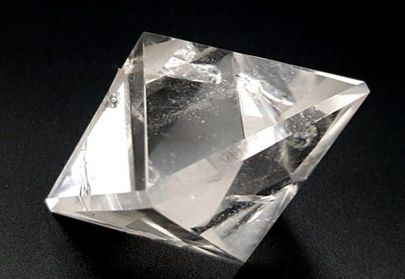Sólido Platónico de Cuarzo Cristal de Roca – Octaedro