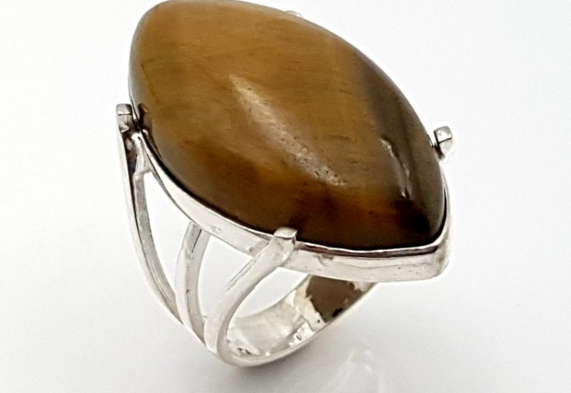 Anillo de Ojo de Tigre fabricado en plata