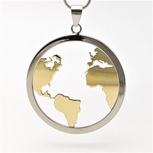 Colgante mundo y gargantilla fabricados en plata con baño de rodio y baño de oro
