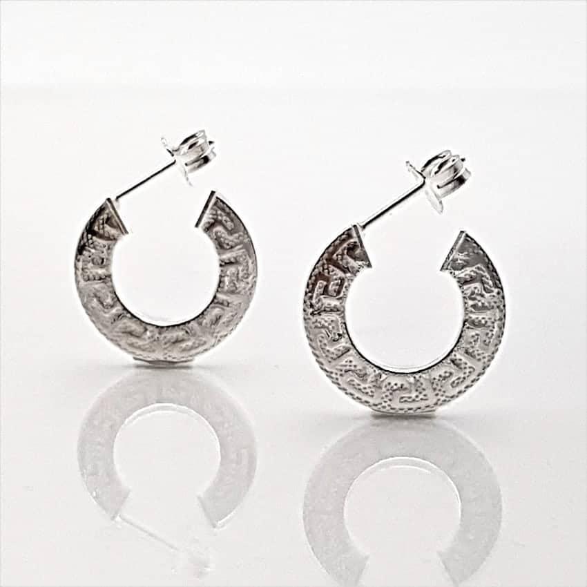 Argollas planas con grecas en plata