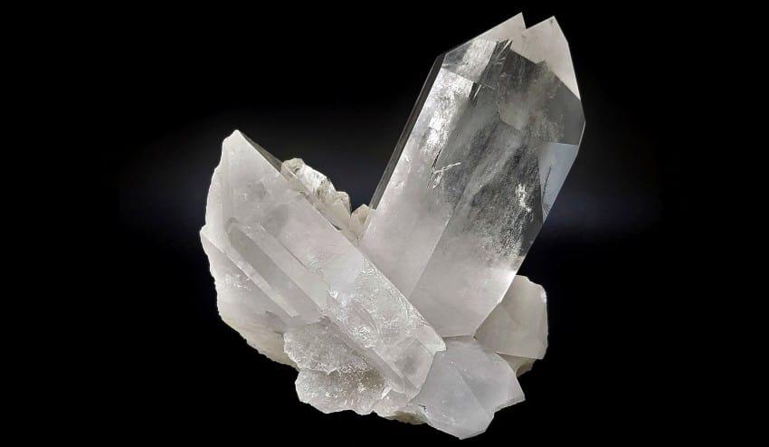 Cuarzo Cristal de Roca, también llamado cuarzo blanco. Cristal de cuarzo cristal de roca de gran tamaño. Ejemplar de colección procedente de Minas Gerais Brasil.
