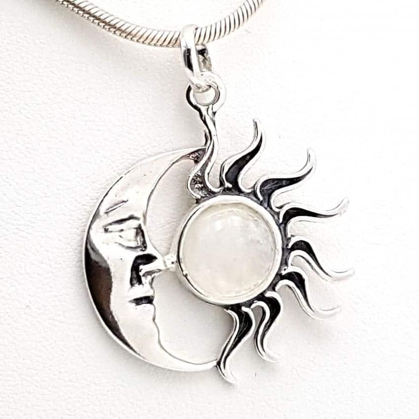 Colgante con piedra luna en plata sol y luna